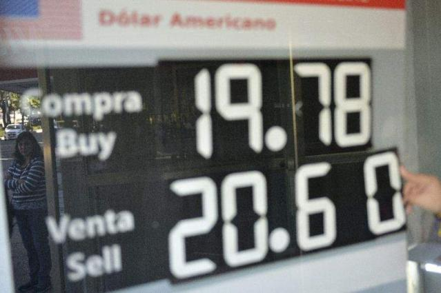 Mexican central bank props up peso
