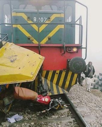 Six dead as train hits bike rickshaw