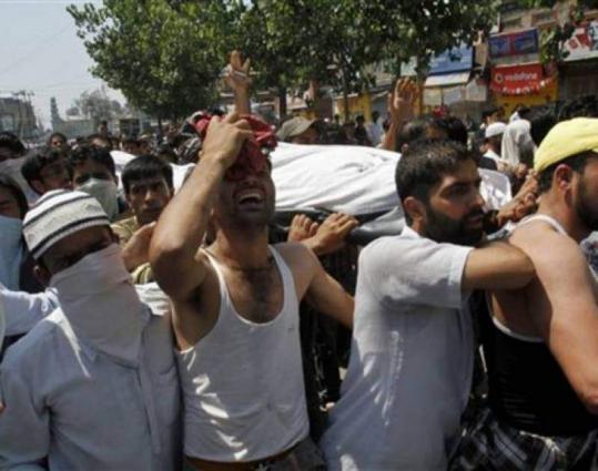 Indian troops martyr Kashmiri youth in Badgam
