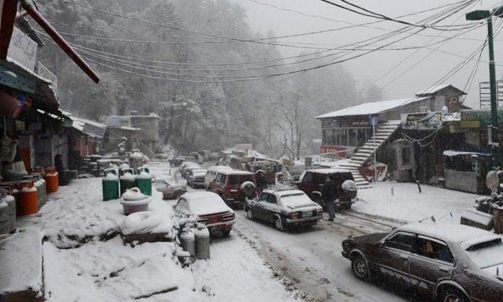 Torrential rain, heavy snowfall disturbs life in Hazara division