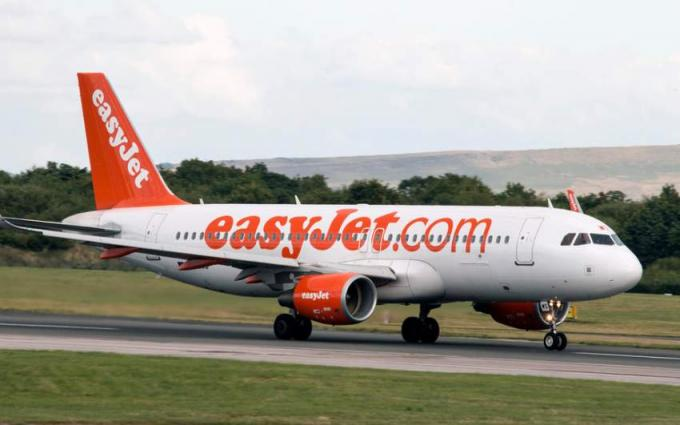 EasyJet lifts passenger numbers to record
