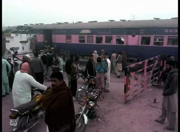 6 killed, 7 injured in Lodhran railway crossing accident