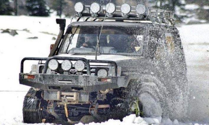 Snow jeep rally begins at Lowari Top