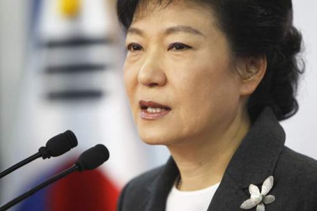 S. Korea protestors demand president's removal, ferry salvage