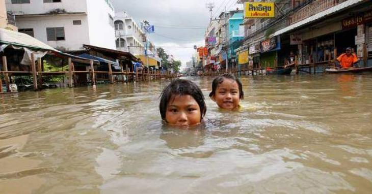 18 dead as torrential rains submerge Thai south