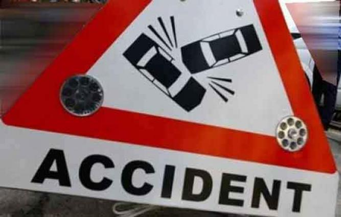 Man killed, wife injured in road accident
