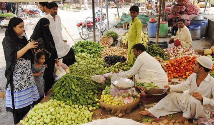 Minister visits Ramazan bazaar