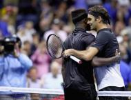 Tennis: Federer passes five-set test to advance at US Open