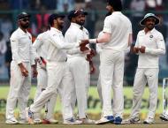 Sri Lanka 373 all out, concede 163 run lead to India
