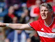 Football: Schweinsteiger extends Chicago deal