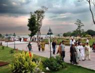 Huge crowds lining up outside eateries to enjoy rainy season: Rep ..