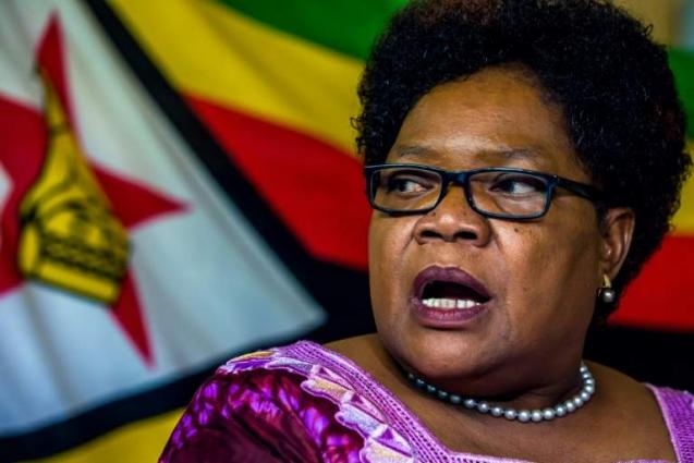 Mugabe apologises to Mujuru