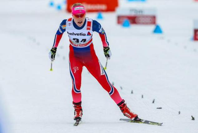 Ragnhild Haga of Norway wins gold in 10-kilometer freestyle event