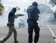 Rubber bullets fired at protesters in S.Africa: TV footage