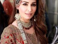 Reema Khan steals the show for HSY's 'Mohabbat Nama'