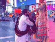 Forget Badshahi Mosque, this couple got bridal photoshoot at Time ..