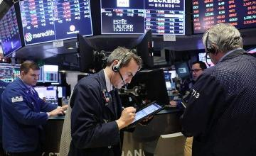 Dow falls 2% on fears of rising interest rates, mixed earnings
