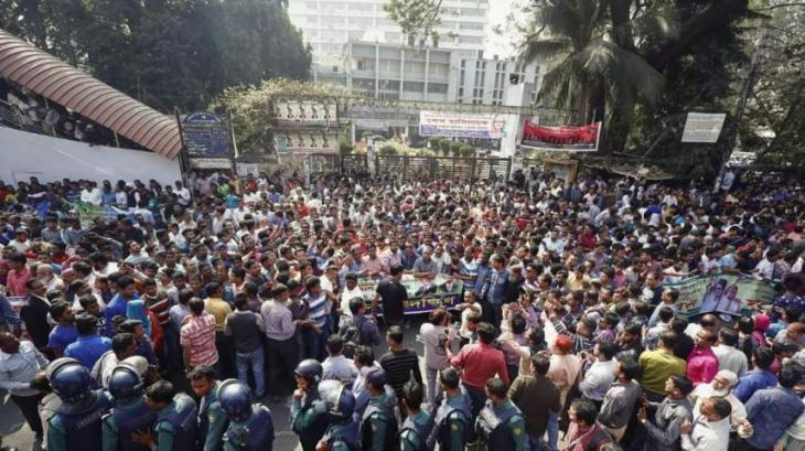 Bangladesh students suspend protests, demand release of detainees