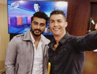 Arjun Kapoor, Ayushman Khurrana share selfie with Cristiano Ronal ..