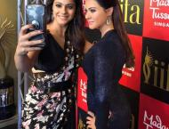 Kajol takes a selfie with her wax statue at Madame Tussauds
