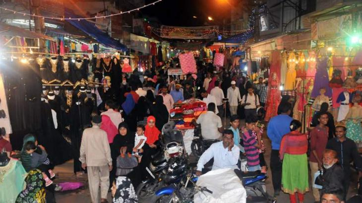 People throng to bazaars for shopping ahead of Ramzan