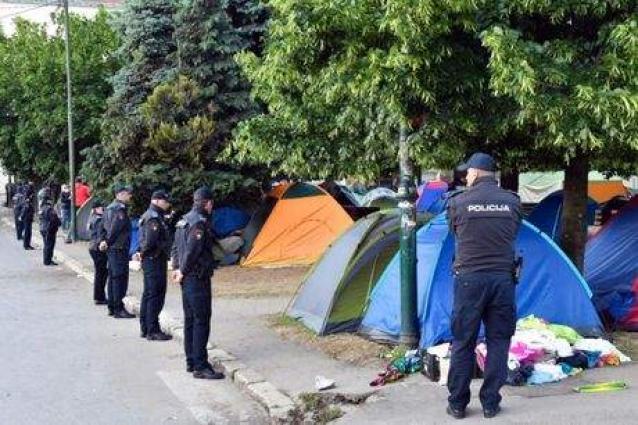 Police dismantle migrant camp in Sarajevo