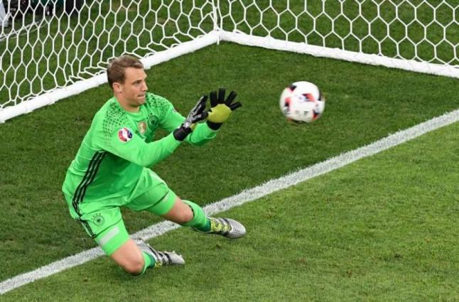 Neuer in Bayern's cup final squad after eight months out