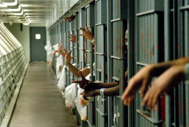 Four POs among 33 criminals held, 10KG hashish seized in Peshawar