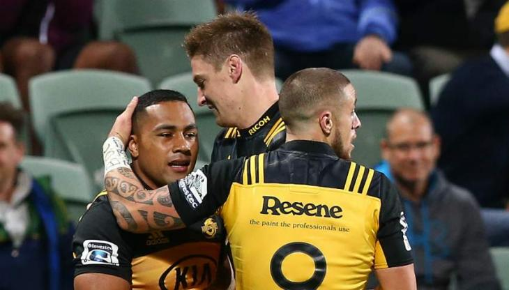 Wellington Hurricanes hold on against resolute Reds