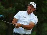 Mickelson among marquee names struggling early at US Open