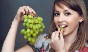 Eat grapes and protect your teeth from decay