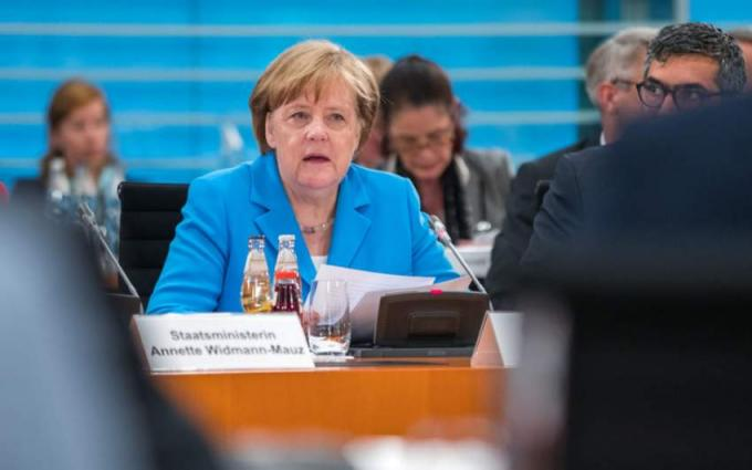 Don't be stingy with EU reforms, minister warns Merkel