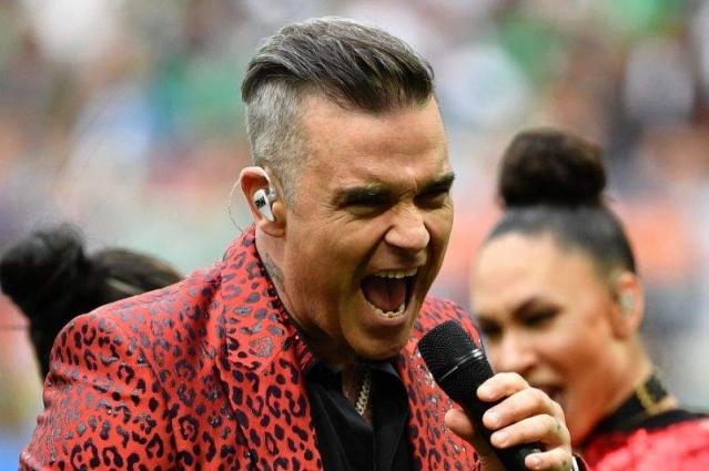Robbie Williams kicks off World Cup with obscene gesture
