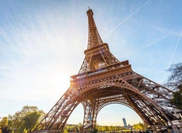 Paris puts final touches to Eiffel Tower anti-terror walls