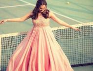 Mommy-to-be Sania Mirza poses in Tennis Court