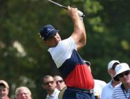 Woodland shoots 64 to seize PGA lead, Tiger, McIlroy grind to par ..