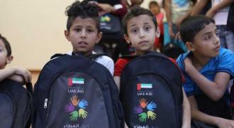 دبي العطاء توزع 50 ألف حقيبة مدرسية على الأطفال السوريين ..