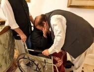 Nawaz Sharif greets mother as he returns home