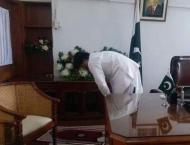 PTI criticised for uploading picture of minister while praying