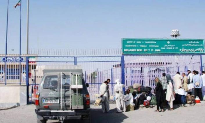 Iran hands over 275 illegal immigrants to Pakistan