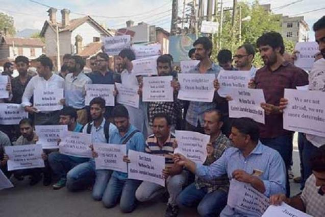Journalists protest in Pulwama to demand Asif's release