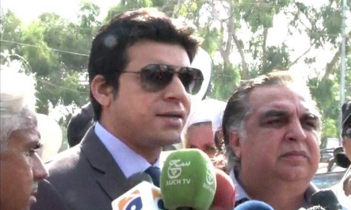Faisal Vawda apologizes over past statements on Begum Kulsoom's illness
