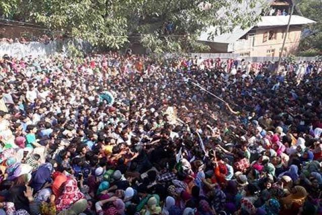 Thousands join funerals in Langate, Sopore