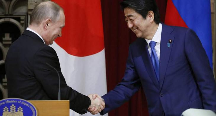 Putin, Abe Did Not Discuss Idea to Sign Peace Treaty Until End of Year After EEF - Kremlin