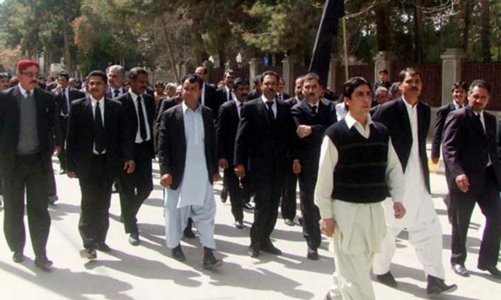 KP Bar observes strike against manhandling, arrest of lawyers in Quetta