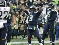 Gurley scores three TDs as Rams edge Seattle to go 5-0