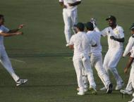 Australia slump to 91-7 after Abbas and Asif strike