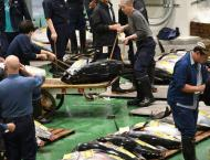 Tokyo's Tsukiji hold-outs defy demolition orders and trade on
