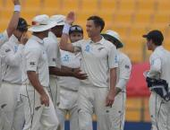Boult leads New Zealand fightback against Pakistan