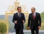 Russian President Vladimir Putin and his French counterpart Emman ..